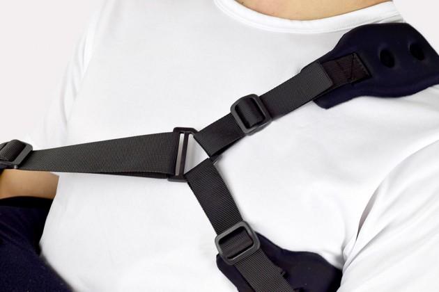 Des bandes anatomiques avec fermeture avec ajustement de longueur